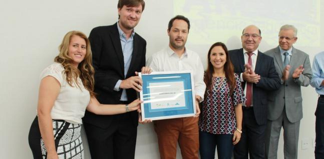 Equipe da SAAE Atibaia recebe prêmio